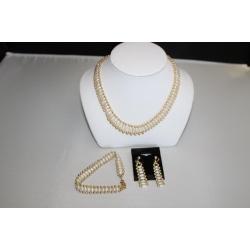 """PN#06 14k y gold 8-10mm 16"""" necklace / 7"""" bracelet / 1.5"""" earrings $500.00 obo"""